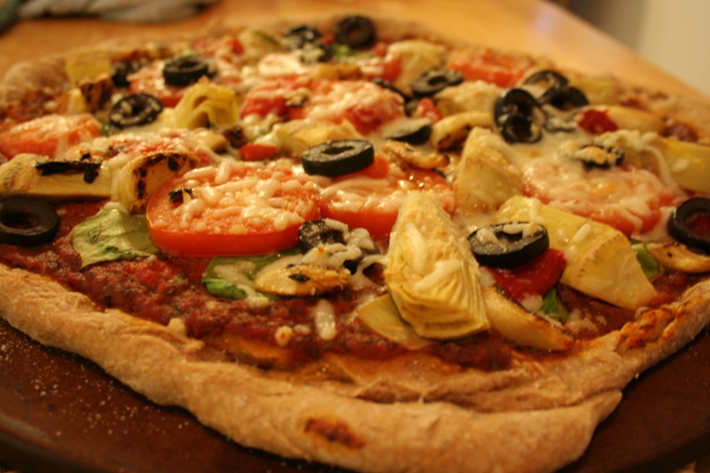 Vegetarian pizza with whole wheat crust